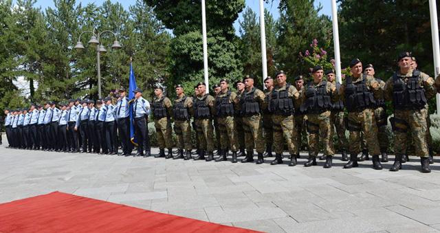 Одделот за гранични работи и миграции и Единицата за обука и поддршка на Министерството за внатрешни работи одликувани со Орден за воени заслуги